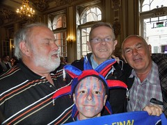 Palace v Man Utd - FA Cup Final 2016 (Paul-M-Wright) Tags: london cup manchester hall pub kevin crystal 21 stadium united hamilton may saturday palace final short fans garry fa supporters versus wembley wetherspoons 2016 cpfc