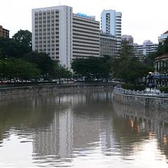 Singapore River: Miramar Hotel (Adfoto) Tags: city river singapore stad singaporeriver rivier