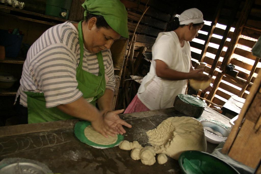 Femme preparation culinaire