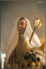 JMF184573 - Encamisao lanzando vivas a la Virgen (JMFontecha) Tags: folklore torrejoncillo cceres tradicion extremadura folclore encamisada jmfontecha jessmarafontecha jessfontecha encamis encamisdetorrejoncillo