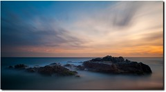 Jugar Con La Calma... (sqrubio www.sergioqueiro.com) Tags: blue sunset sea sky orange beach azul contraluz atardecer mar spain sand mediterranean colours juegos paz playa colores arena cielo nd naranja calma sombras costabrava rocas lloretdemar efectos doubleniceshot blinkagain