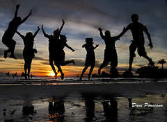 It's more fun in the Philippines (dhainel) Tags: blue friends sunset tourism beach sand philippines silhouettes ps explore boracay campaign parasailing pilipinas caticlan aklan jumpshot 7107 willysrock unexplored parao westernvisayas dhainel itsmorefuninthephilippines
