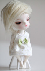 Nova (Aya_27) Tags: white green person dress bjd handsewn dots dollfie byme dollie faceup secretdoll winternightpoem person08