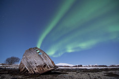 Northern lights - shipwreck (B_Olsen) Tags: norway shipwreck nightphoto northernlights auroraborealis troms nordlys polarlicht brightmoonlight nikond90 tisnes tokina1116mm ginordicjan12