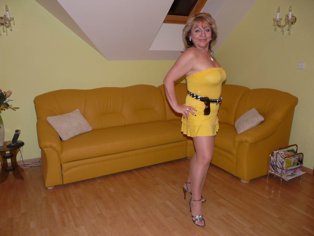 Big mature blonde bombshell