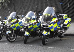 Metropolitan Police - BX59 CHC + BX59 BXL + LW08 NWU (Chris' 999 Pics) Tags: old uk blue light england woman snow man london film station speed lights bill pc bars pix order fuji cops united nick hill fine blues police samsung kingdom cop finepix copper bmw and fujifilm service law hd enforcement roads breakers met emergency 112 motorbikes siren metropolitan coppers arrest policeman unit 999 constable 991 twos strobes rpu r1200 policing lightbars rotators vluu pl81 pl90 sl630 leds bx59chc s2750 lw08nwu bx59bxl