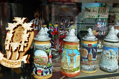 Hahndorf German shop window (penjelly) Tags: window shop souvenirs village south prag schaufenster oktoberfest hills german valley adelaide australien barossa clocks cuckoo krug austrlia andenken hahndorf siedlung bayrisch krüge einwanderer