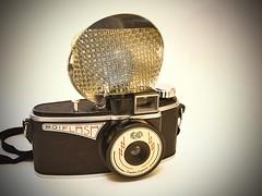 Agilux Agiflash Vintage Camera (Inspiredphotos) Tags: camera england film vintage flash 127 collection bakelite rare kamera leatherette flashbulb agilux inspiredphotos agiflash