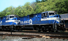 Days of the big MACs (view2share) Tags: nyc railroad train ma track massachusetts hill may railway rr trains 1999 grade chester berkshires ba split bigblue northeast freight westernmassachusetts csx conrail emd may1999 theberkshires berkshiremountains trackage berkshirehills fallenflag sd80mac bostonalbany cr4125 cr4105 may141999 mountaingrade