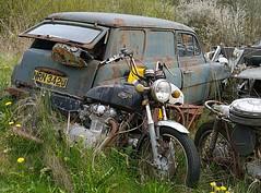 Skoda Octavia (Lazenby43) Tags: car rust yamaha scrap skoda