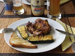 Entbeinte Hhnchenkeule und Zucchini (vom Grill) (multipel_bleiben) Tags: essen grillen gemse geflgel