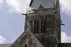 P1090199 -Sainte-Mre-glise Cotentin France (Rolye) Tags: france guerre soldat parachute utahbeach libration cotentin bassenormandie allemands saintemreglise soldatamricain johnmarvinsteele