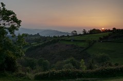 Atardecer asturiano (ccc.39) Tags: sunset atardecer natural asturias campo oviedo montes prados riberadearriba picodelanza