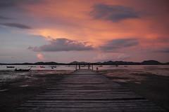 Le chemin du travail (jlff) Tags: voyage travel sunset sea mer thailand vacances soleil pier asia coucher du thalande koh ponton kohyao