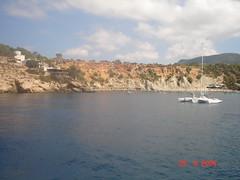 Ibiza (beatrizsb96) Tags: cliff beach barcos ships playa ibiza nubes urbano turismo urbanismo vegetacin relieve marmediterrneo acantilados erosin orografa hidrologa geografaurbana geografafsica