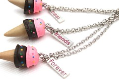 Colar Best Friends - Sorvetes (Galeria do Vou Comprar) Tags: friends cute vintage bijoux bijuteria best forever amigas fofo colar colares bff sorvetinho sorvete fofinho melhores cordo bijouteria colarzinho voucomprar