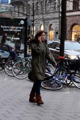 Walkie-talkie (josephzohn | flickr) Tags: girls people mobil walkietalkie cellphones tjejer mnniskor
