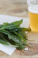 Sage Chips (Sinemage) Tags: stilllife beer sage chips foodphotography apro sauge