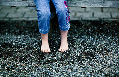 331:365 - Looking For Solid Ground (andrewsulliv) Tags: feet child naturallight pebbles aurelia november27 85mm12 project365 project365331 3652011