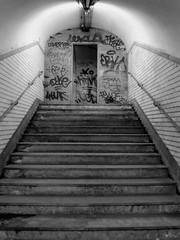 (Aurlien75) Tags: city paris station subway graffiti pub sale mtro affichage publicit ville vieux visite ancien clairage pass arien carrelage aliment mtroparisien mtropolitain mtroinsolite