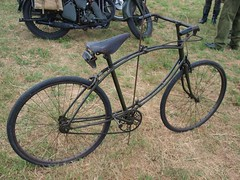 BSA Folding WW2 Para Bicycles (imagetaker!) Tags: bicycles ww2 rides recycle 自行车 自行車 oldbikes pedalpower pushbikes classicbikes twowheelers oldcycles peterbarker onyerbike classicbicycles armytransport bicyclephotos transportimages 週期 imagetaker1 petebarker imagetaker classiccycles 循环 bicycleimages pushcycles imagesofbicycles picturesofbicycles bicyclesforpeople armybicycles bsafoldingparabicycles bsafoldingww2parabicycles 兩個輪子 推自行車