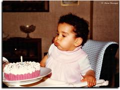 Premier anniversaire (bleumarie) Tags: famille fête enfant bébé anniversaire bougie gâteau fillette 1an mfcc unan souffler gâteaudanniversaire premieranniversaire jouesgonflées bleumarie mariebousquet photomariebousquet