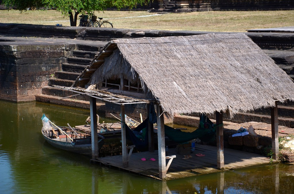 фото: Simple Houselike building - Angkor Wat moat