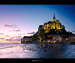 Le Mont Saint Michel, the magic hour [Da 5] (Jordan | Street photographer) Tags: sea sky france water noche mar agua nikon jordan cielo normandie bluehour normandy francia magichour montsaintmichel nigh normandia marea abadia d7000