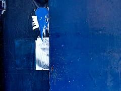 fase azul #4... (bruce grant) Tags: broadway tags cartazes obras novaiorque tapume rasgados apagados