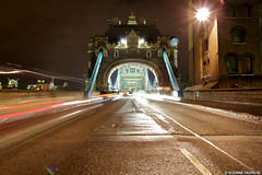 Tower Bridge London (Suzanne Talens) Tags: city uk england london night nacht unitedkingdom sightseeing tourist tourists stad engeland londoncity londen toerist toeristen towerbridgelondon towerbirdge londoncentrum