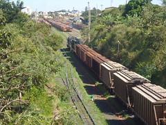 16600 DDM45 #870 + BB36-7 #745 (de traz) com trem C745 chegando em Uberlndia MG, vindo de Uberaba. Os primeiros 4 vages ficaro em Uberlndia MG (Johannes J. Smit) Tags: brasil vale trens vli