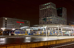 SLT's op Utrecht Centraal (TrainPhotography) Tags: netherlands station night train canon dark utrecht track nightshot nacht ns nederland eisenbahn railway zug bahnhof trains 7d rails bahn railways slt trein spoor niederlande centraal treinen zge treinstel zuge materieel stopstrein