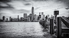 Manhattan (Littlepois Photographie) Tags: bw usa newyork river nikon unitedstates noiretblanc manhattan rivire nb jersey hudson quai d4 etatsunis wlackandwhite littlepois silverefexpro nikon1635f4