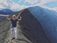 Two thumbs up.  Awesome to be back on the road again! #gunungbromo #bromo #mountbromo #indonesia #backpacking #java #vulcano (oetsie) Tags: road two up indonesia java back awesome again backpacking be thumbs bromo vulcano mountbromo gunungbromo