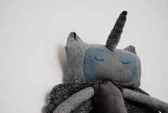 Pegacorn Sweedy Close Up (Lizette Greco + Grecolaborativo) Tags: sculpture baby green art kids children toy toys doll arte recycled handmade sewing pegasus illustrations drawings nios plush plushies softie softies unicorn babyshower juguetes juguete greco pegacorn lizette fiberarts reciclado lizettegreco sweedy grecolaborativo