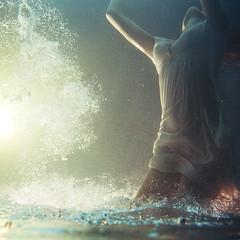 Zambullirse de aqu (Ibai Acevedo) Tags: ocean water pool girl mar agua dive dream oniric salada sueo buceo baera sosa veo somni zambullirse zambhuir