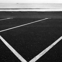 mélange de genres (Jean Christophe Rollet) Tags: sea mer brittany pierre bretagne mole bateau jetée finistère sailingboat stpoldeléon baiedemorlaix
