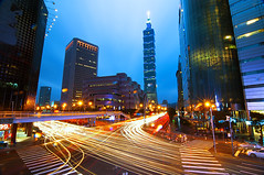 - Taipei 101 (urbaguilera) Tags: street blue light cars night photoshop luces moving calle arquitectura nikon long exposure daniel edificio taiwan trails movimiento tokina 101 filter hour nd taipei   aguilera anochecer d5000  1116mm  urbaguilera