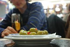 aceitunas (vreimunde) Tags: madrid españa verde green bar spain tapas olives tapa aceitunas