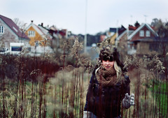 (Anne Mortensen) Tags: houses portrait colors girl grass hat canon anne high bokeh made 5d markii mortensen