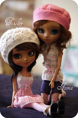 Tinsley and Iceria (Pullip Nahh-ato FCs) (Tahani) Tags: pullip nahhato doll custom volks tan rewigged monstrodesigns leekeworld coolcat blue rechipped fur mohair azone pink fashionfordolls nomyens myufish liv picnik