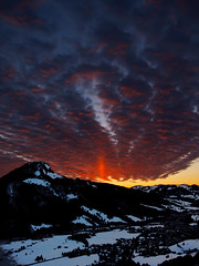 The Inferno over Hindelang (or just Fhn) (Nataraj Metz) Tags: schnee winter sunset mountain snow alps berg clouds canon germany bayern deutschland bavaria europa europe sonnenuntergang dorf village wolken valley alpen deu tal gebirge allgu oberjoch fhn oberallgu foehnwind allgueralpen justclouds alpmountains badhindelang imbergerhorn oberjochpass powershots95 fhnwind jochstrase