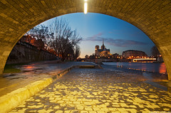 Pont de la Tournelle et Notre-Dame - Paris (romvi) Tags: longexposure bridge sunset paris france church monument architecture river atardecer nikon europe tramonto religion ponte notredame cobblestones chiesa villa pont pierres romain quai eglise cathedrale fleuve couchdesoleil arche iledelacit pavs chretien laseine catholique pontdelatournelle chretienne cathedralenotredame longuepause d700 romainvilla romvi