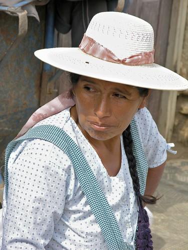 Mujer con sombrero - Woman with a hat; Comarapa, Departamento de Santa Cruz, Bolivia
