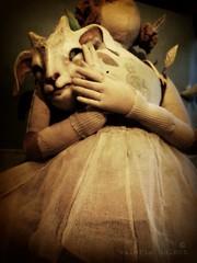 backstage (Valeria Dalmon) Tags: real size escultura textil tamao zoodiaco valeriadalmon
