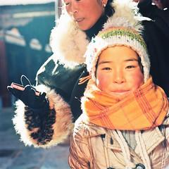 女孩 (richardhwc) Tags: china 120 6x6 film mediumformat kodak tibet bronica lhasa s2 portra400 75mmf28 nikkorp