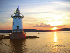 6-Lighthouse-One Boat (Blackarrow3) Tags: lighthouses hudsonriver sleepyhollowlighthouse tarrytownlighthouse newyorklighthouses hudsonriverlighthouses 1883lighthouse