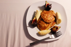 DSCF0483_edit (sabrinabaxterphotography) Tags: food pancakes breakfast bed bb figs