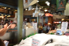Pike Place Fish Market 2 (21) (Tommy Hjort) Tags: seattle travel usa fish market pikeplacemarket fishmarket fisk marknad