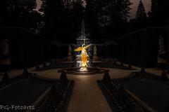 Der goldene Engel (pg-fotoarts) Tags: canon gold wasser foto fotografie kunst brunnen nackt engel frau bild lightroom kunstwerk pgfotoarts